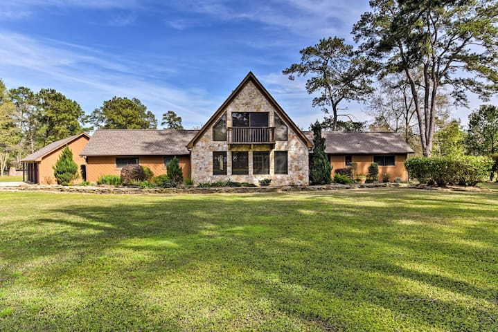 7.5-Acre Private Ranch Home w/ Pool+Game Loft