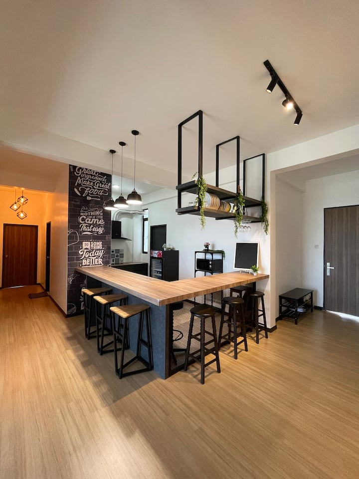 3 Bedroom Sky Cafe Suite by myProStay