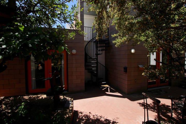 Blenman Elm Tree House Studio
