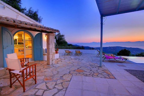 Charming Villa in Paradise | inf pool & top views