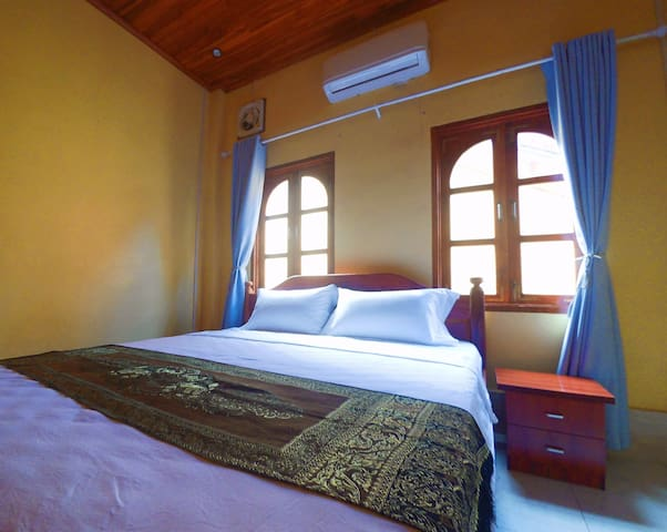 Double room with private bathroom+One Tree GH