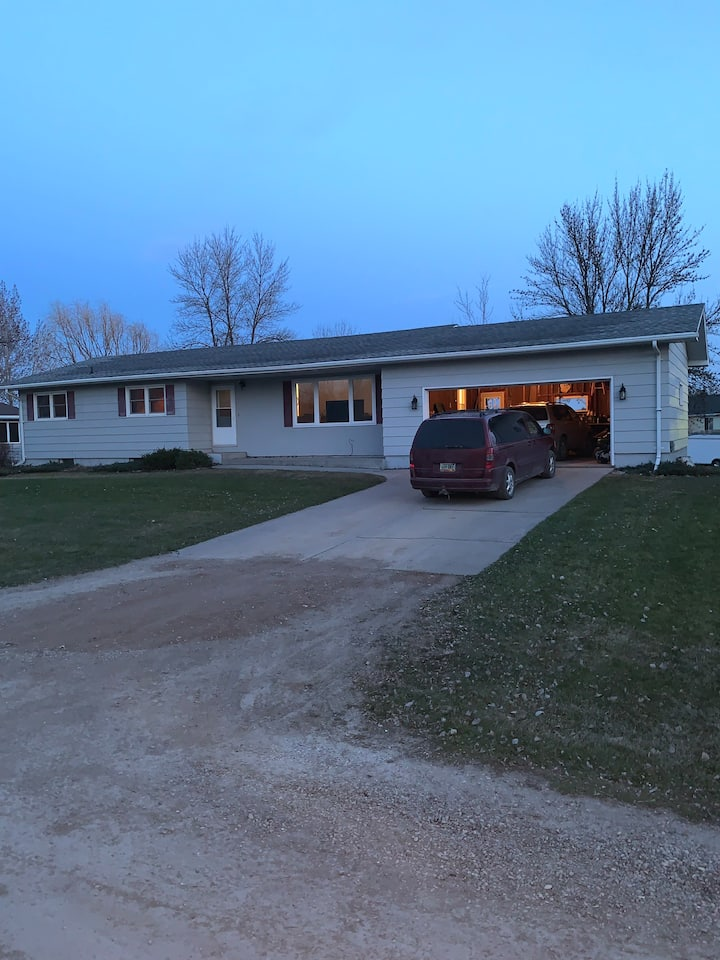 House in Manvel just 10 Min North of Grand Forks!