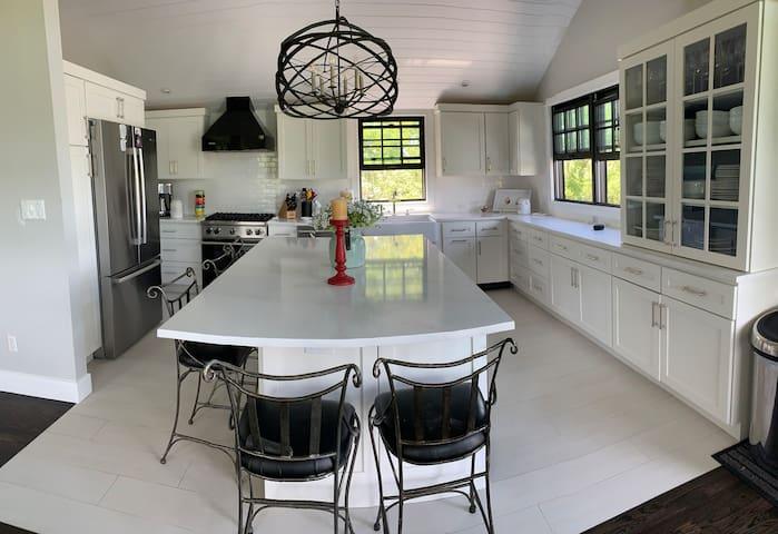 Newly renovated MonTauk home ! window kitchen bath