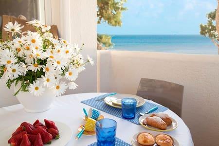 Beachfront House with Stunning Seaview Gallipoli - Gallipoli - Daire