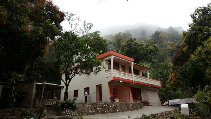 Loma de Guayacanel House