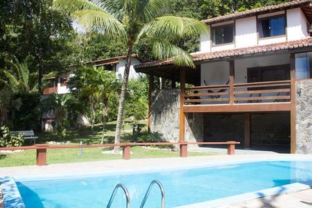 Casa 5 suítes na Praia de Taperapuã - Porto Seguro