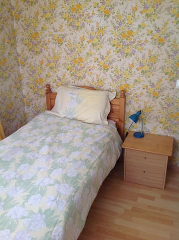 Yellow Room, Commugny. Switzerland. - Commugny - Hus