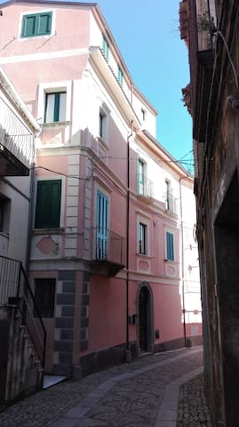Dimora Storica nel Borgo Medievale di Badolato - Badolato - Dům