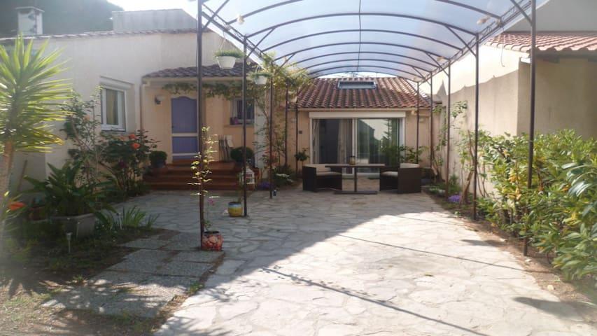 Grand Studio attenant à une très belle - La Grande-Motte - Rumah