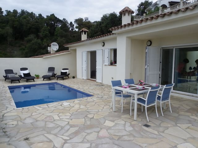 MODERN HOUSE WITH POOL AND FANTASTIC VIEWS ref MOLI-13