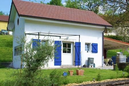 Cozy Home in Haut-du-them-château-lambert with Garden