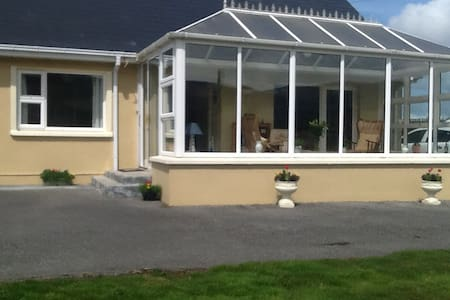 Comfortable, Convenient Ring of Kerry Accom Room 2 - Waterville - Bed & Breakfast