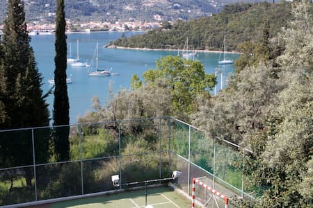 Private villa for big groups...tennis and pontoon - Nydri