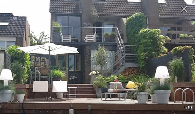 Lovely Riverside Studio ( incl parking and bikes) - Groningen - Appartement