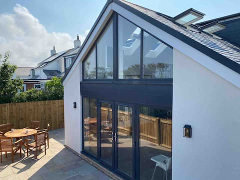 Newly renovated 4 bedroom high spec luxury cottage