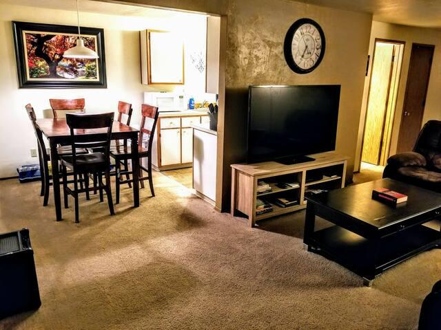 Cozy Apartment. Great Location!