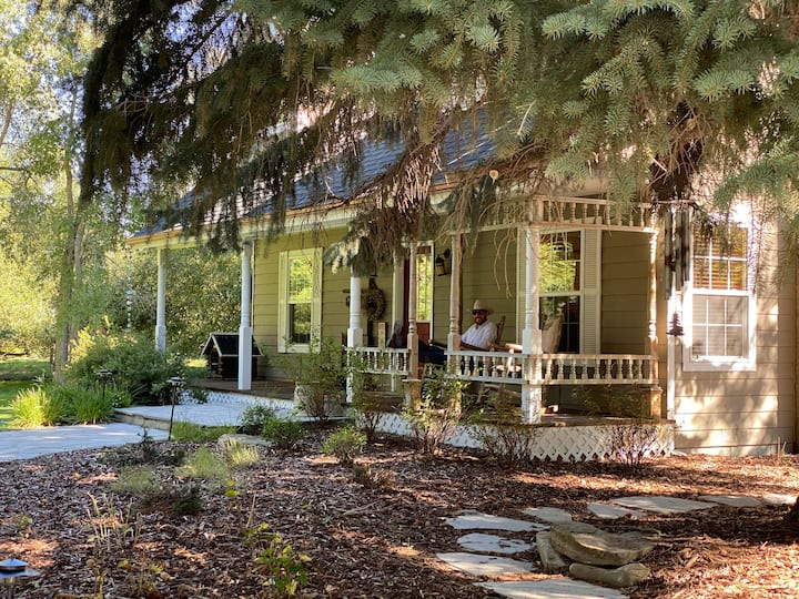 Private Cozy Ranch Guesthouse in the heart of MT