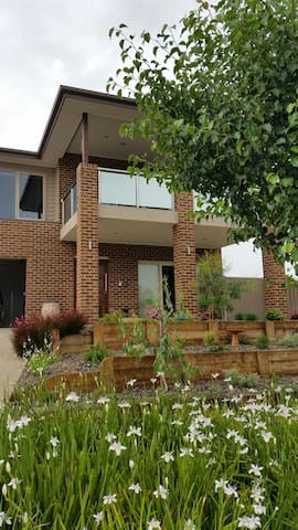 Our Lakehouse B & B - Nagambie