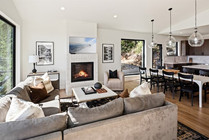 Exquisite Schweitzer Luxury | Spires Ski in and out | ALL NEW!