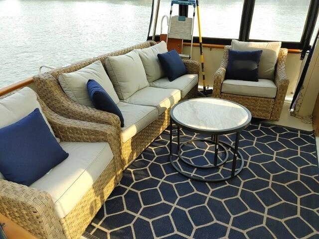 Float like a Boss! Luxury on waves!  Enjoy!
