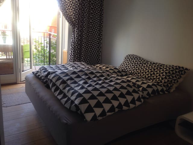 Room w/private balcony in LUX apartm. in Cph city!