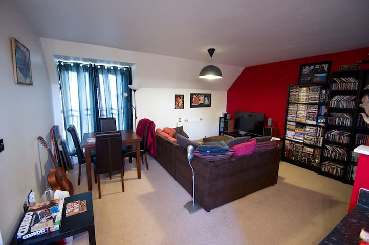 Modern, neat and stylish space - Gloucester - Dom