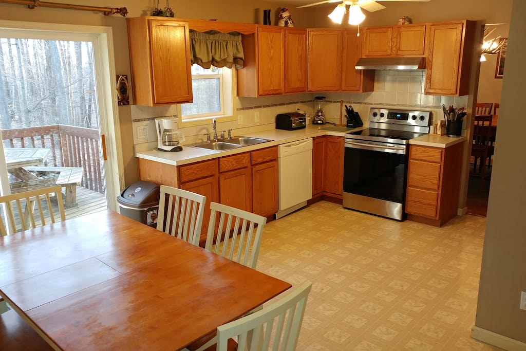 Fully Stocked Kitchen with seating for 6