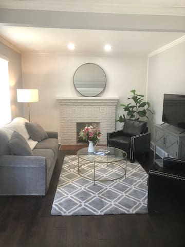 Comfortable, stylish furnishings with great natural lighting, beautiful hard wood floors, has been completely renovated for your enjoyment.