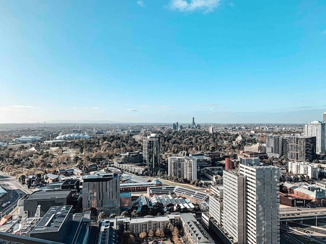 Luxury Apartment Stay | Heart of the CBD