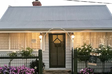 The Seaside Cottage - Fully equipped home