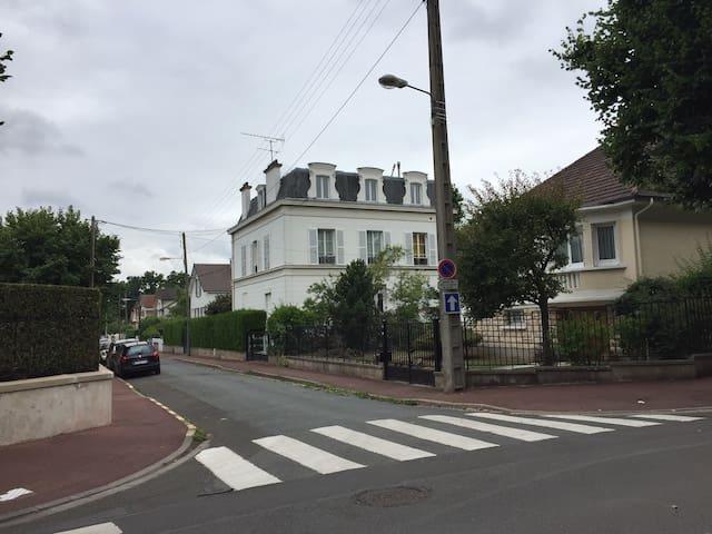 Appartement dans maison Mansart à Chatou