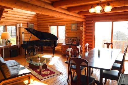 A Log House with Mt Fuji View 富士山を望むログハウスでピアノを奏でる!