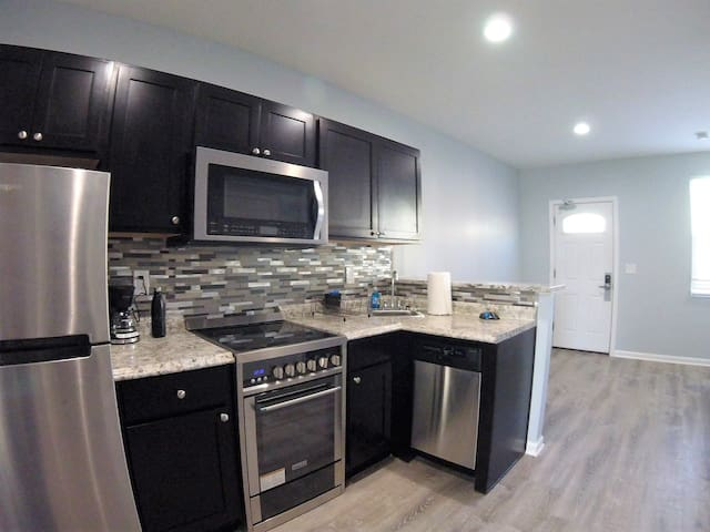 Apt 12 Bloomfield / Lawrenceville private 1 br