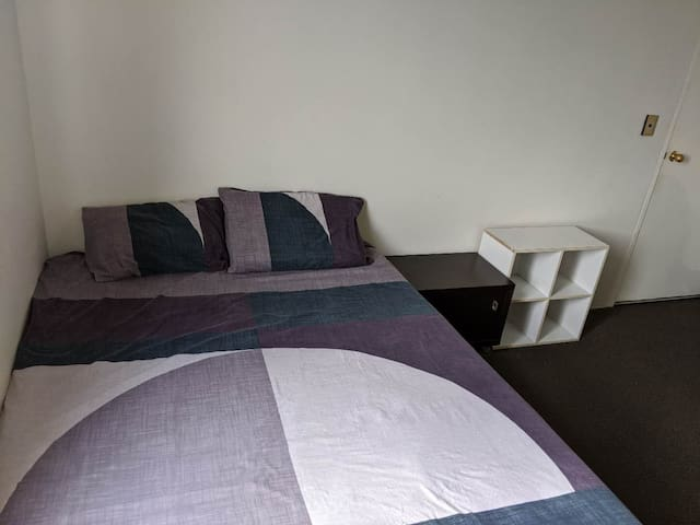 Cozy spacious private room near CBD & Surry Hills