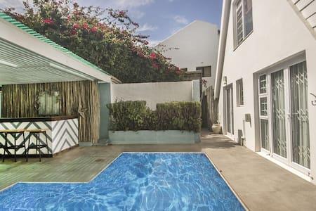 MERMAID'S COVE: Charming cove with heated pool