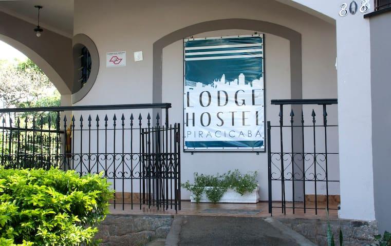 Quarto Misto de 4 camas - Lodge Hostel Piracicaba