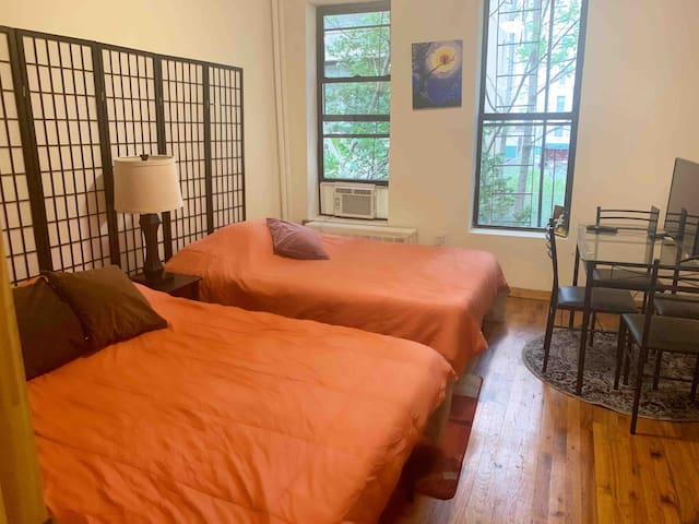 2 Beds apt, walk to Central Park and time square