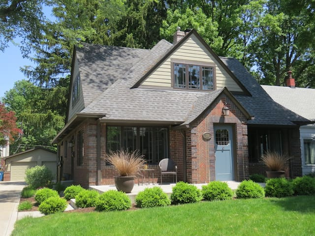 4 bedroom, 4.5 bath, near downtown/walkable area - Indianapolis - House