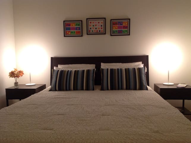 *Cozy bedroom in Sunny Isles beach - Sunny Isles Beach - Apartment