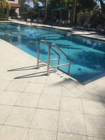 Luxury apt with gym pool and balcony