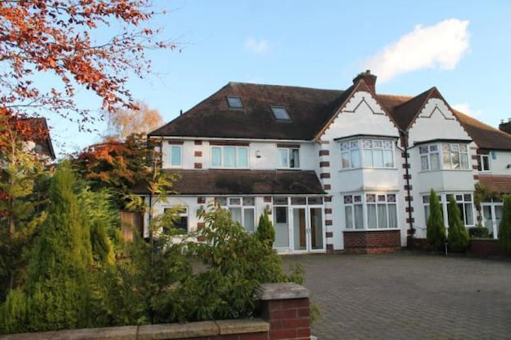 Broad Oaks House - Solihull - Casa