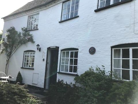 Idyllic cottage unique Stratford Upon Avon hamlet