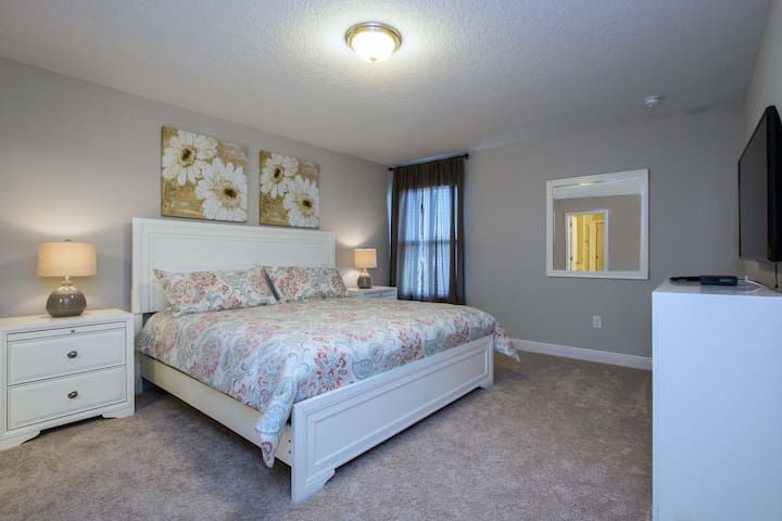 Master Suite 2 - located on the top floor , KING bed, a big closet and full bathroom