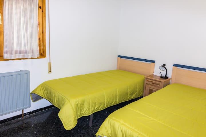 2º Dormitorio con armario empotrado
