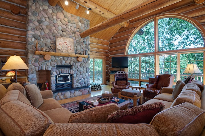Discounted lift tickets! Perfect Steamboat Mountain Home w/ Private Hot Tub! -  Links and Logs Chalet