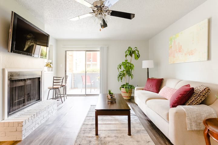 ⛅️ MINS TO DOWNTOWN | GORGEOUS 1B1B W/ FIBER WIFI!