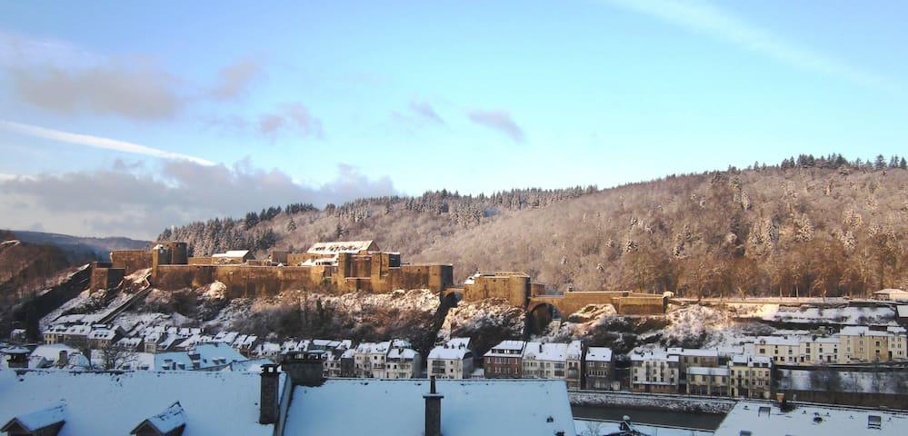 Superbe vue sur château et collines - Bouillon - Rumah