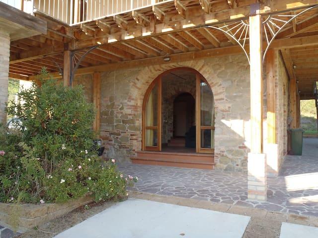 Italian villa in rural ambiance - Teramo
