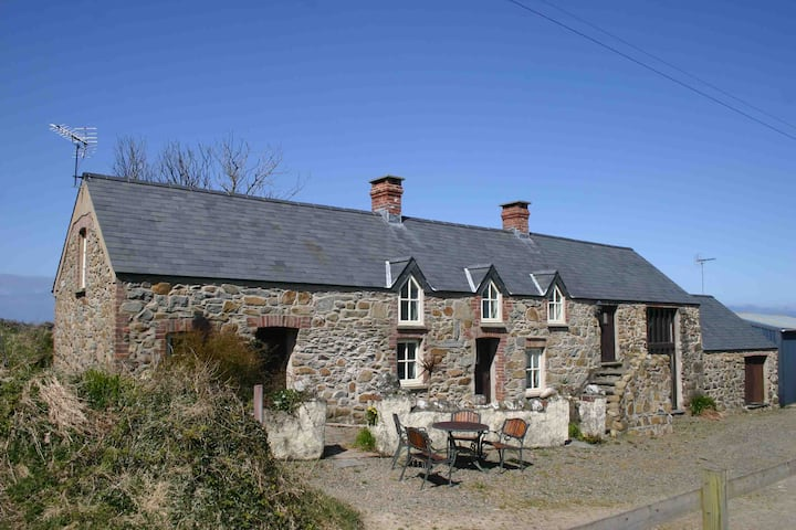 Stone Cottage with sea views