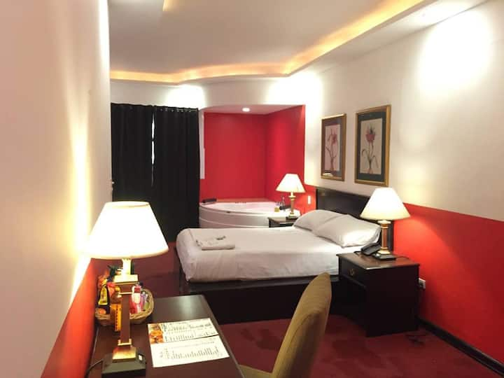 Red Rose Hotel ( DELUXE ROOM )